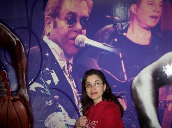 in duet cu Elton John