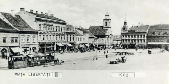 239-1902 trenul de calatori, in statie-Piata Libertatii-latura nordica