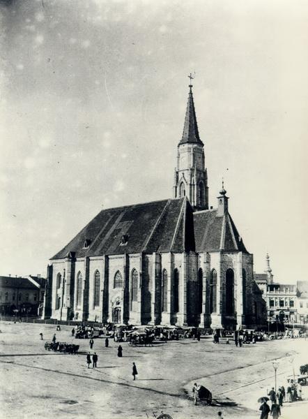 290-1896-piata libertatii cu biserica sf. mihail degajata de cladirile limitrofe
