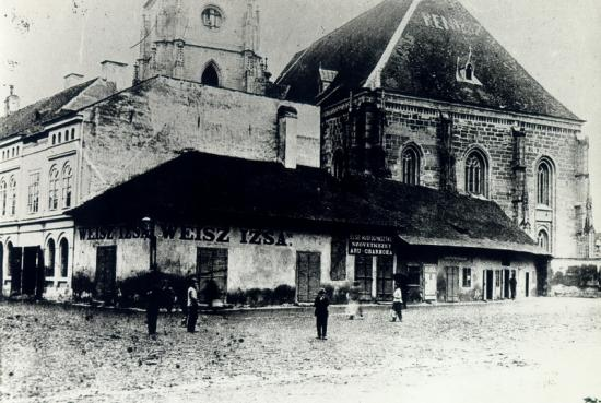296-1890-Cladirile din partea de vest a bisericii.sf. mihail-in stinga intrarii principale