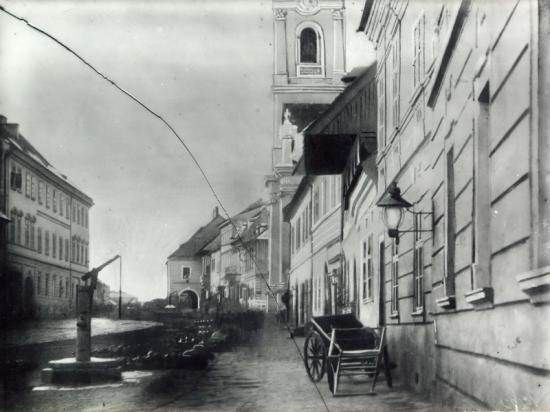 320-1859-Bulevardul Lenin cu vedere spre piata Libertatii, unde se vad casele cu picioare