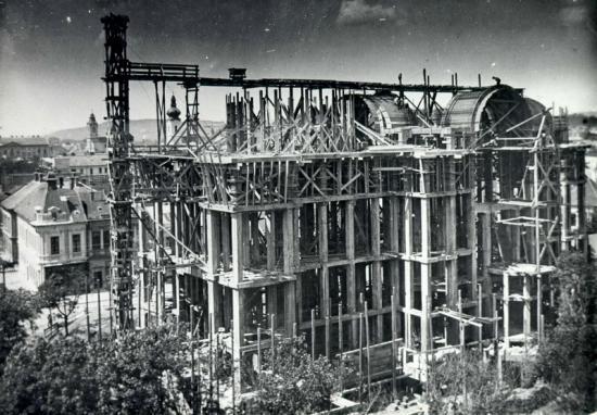 513-PiataVictoriei- scheletul de beton al catedralei ortodoxe