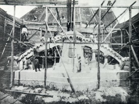 616-1902-soclul statuii lui Matei Corvin este terminat