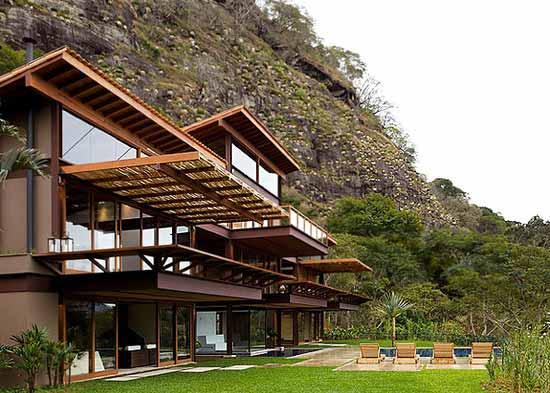 Modern-House-with-Exotic-Nature-View-Picture-1