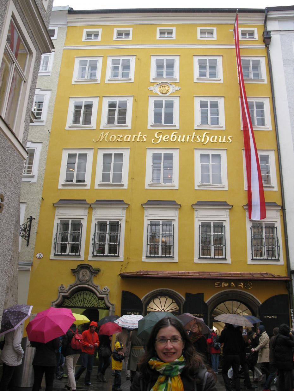 in fata casei natale a lui Mozart