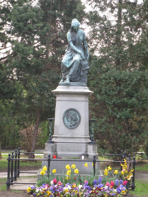 monument Mozart cimitir