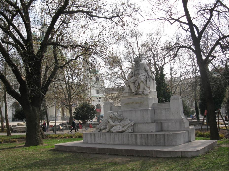statuie Brahms