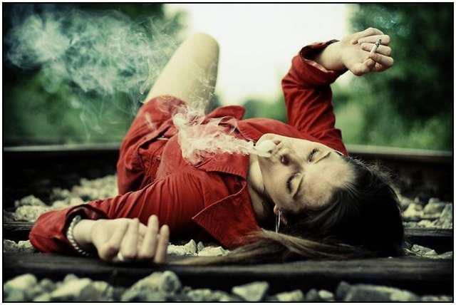 railway woman smokes
