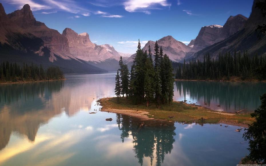 lac-inconjurat-de-munti