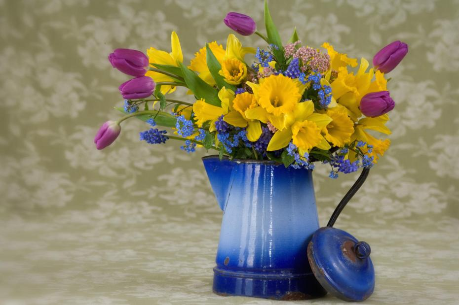 vaza-cu-flori-ceramica